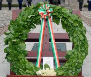 Kilmainham 2015 07 12 Wreaths Patrick Hugh Lynch (1) (Small)